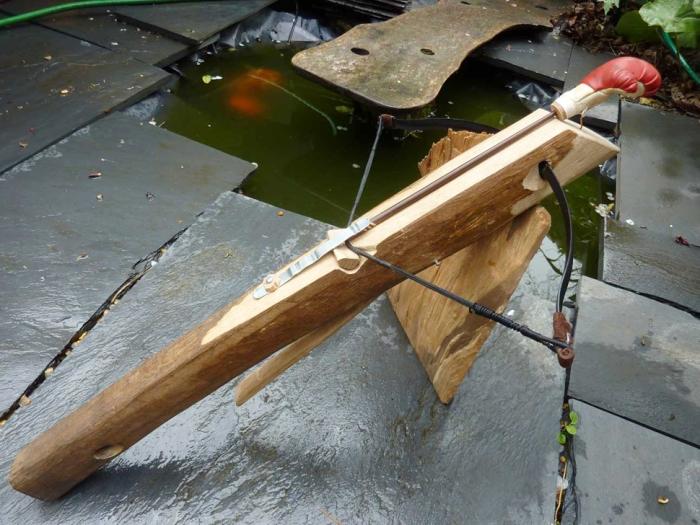 Hinchee-hung-sawn-off-crossbow.jpg